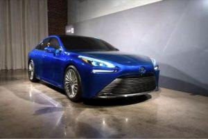 Toyota Mirai 2021 se aseamana cu Lexus.