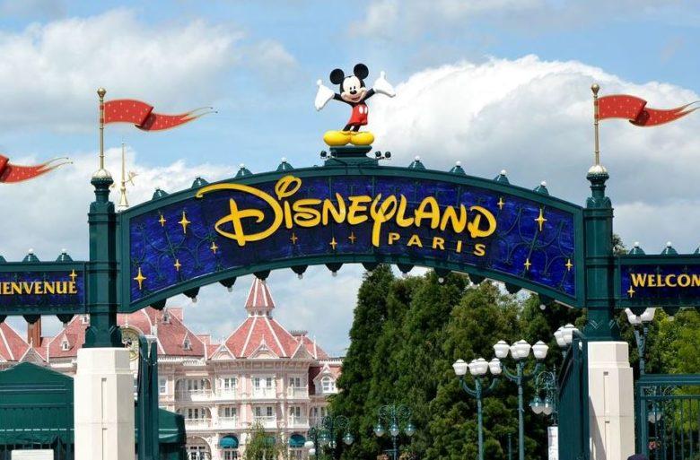 Euro Disneyland are peste 50 de atractii.